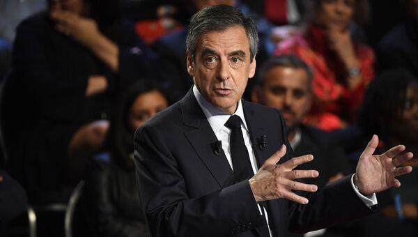 Кандидат в президенты Франции экс-премьер страны Франсуа Фийон на теледебатах