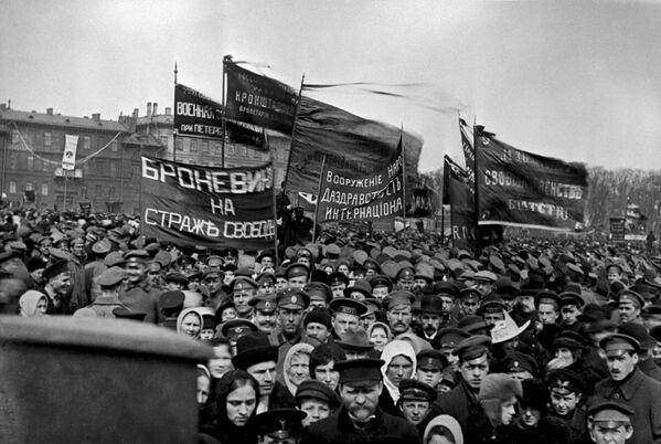 Первомайская демонстрация в Петрограде. 1 мая 1917 года