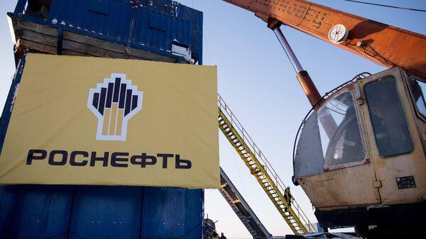 Баннер компании Роснефть. Архивное фото