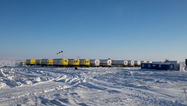 Сотрудники нефтяной компании Роснефть в Арктике. Архивное фото