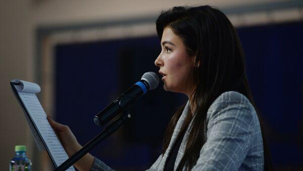 Вице-мисс мира — 2015 София Никитчук читает диктант на ежегодной акции по проверке грамотности Тотальный диктант — 2017 в Москве