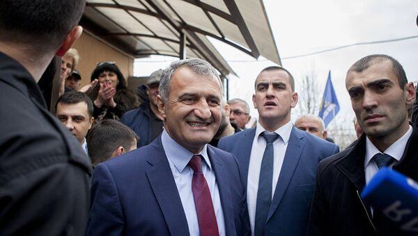 Анатолий Бибилов после выборов президента и референдума по переименованию республики в Государство Алания