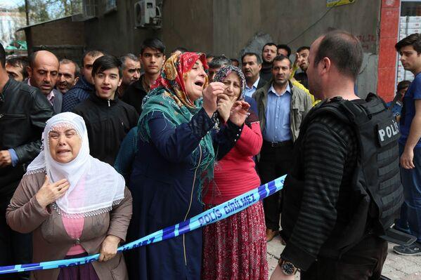 На месте взрыва в Диярбакыре, Турция. 11 апреля 2017