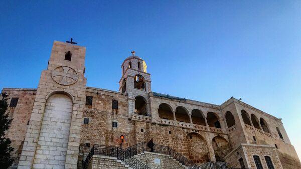 Пасхальная служба в  женском монастыре Божьей Матери в сирийском городе Сайдная