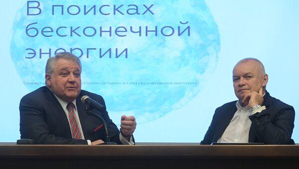 Генеральный директор МИА Россия сегодня Дмитрий Киселев и президент НИЦ Курчатовский институт Михаил Ковальчук во время подписания соглашения о сотрудничестве. 18 апреля 2017