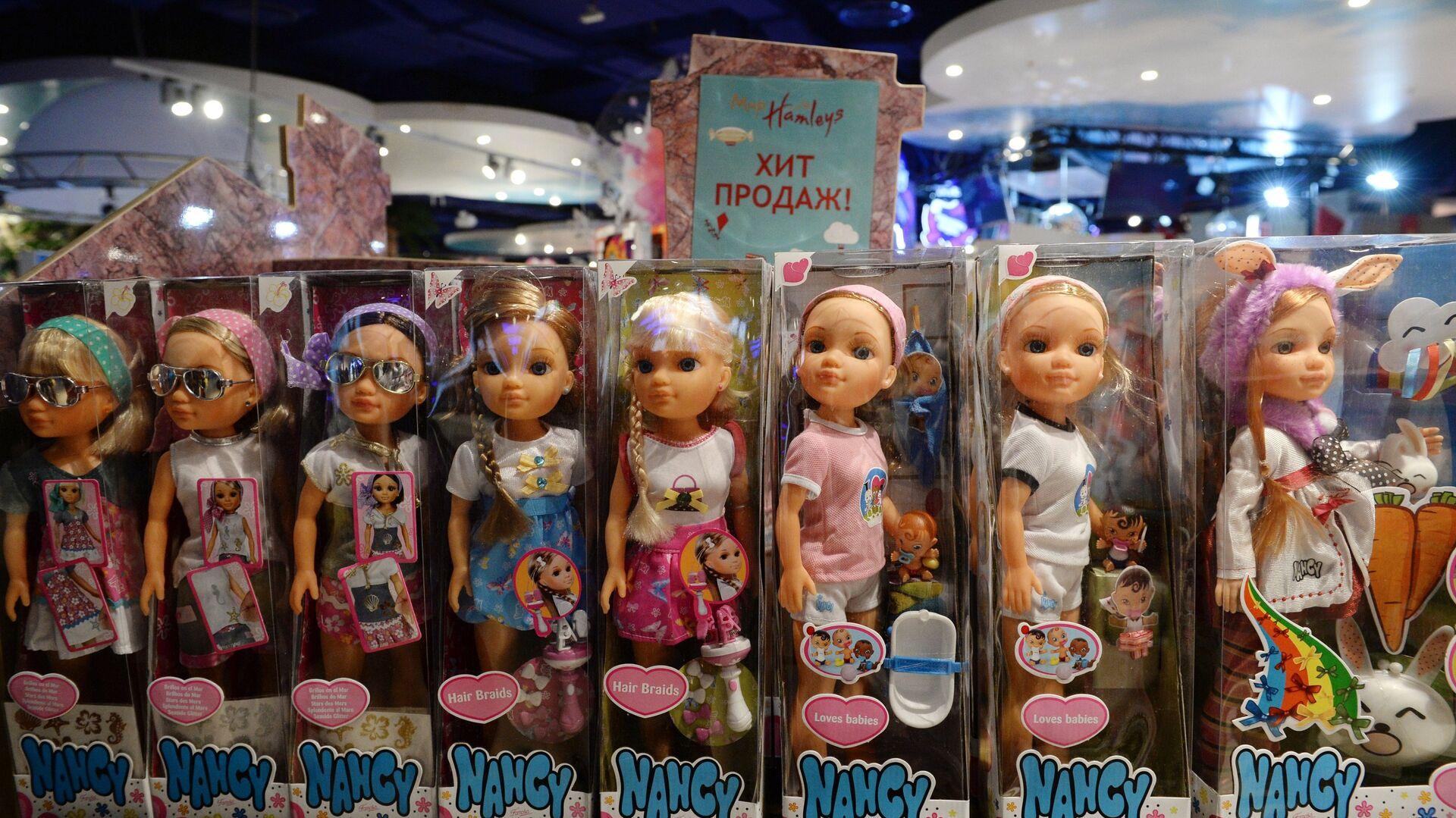 Куклы детям не игрушки. В Подмосковье изъяли поддельных Барби - Радио Sputnik, 15.02.2021