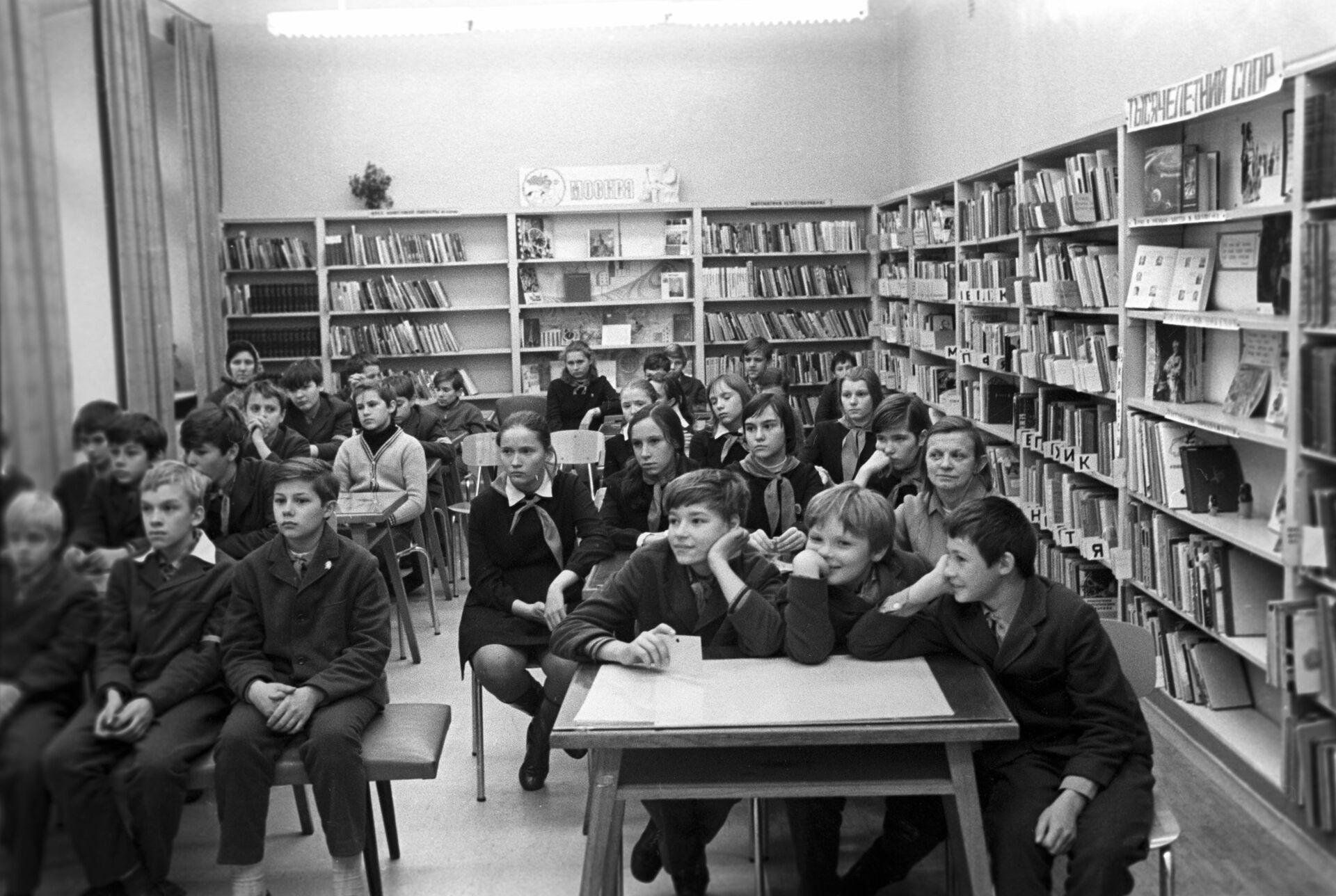 Центральная городская библиотека имени Н.А. Некрасова, 1974 год - РИА Новости, 1920, 18.02.2021