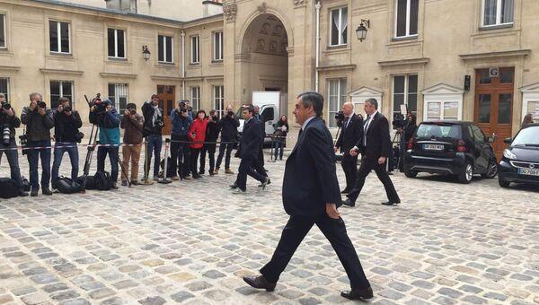 Франсуа Фийон прибил на избирательный участок