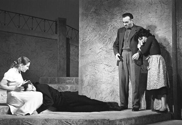 Сцена из пьесы греческого драматурга Георгоса Севастикоглу Ангела