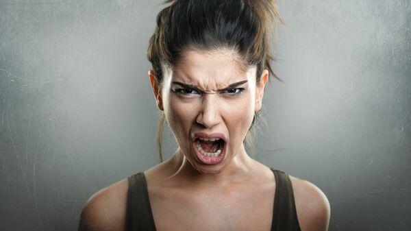 Рассерженная женщина