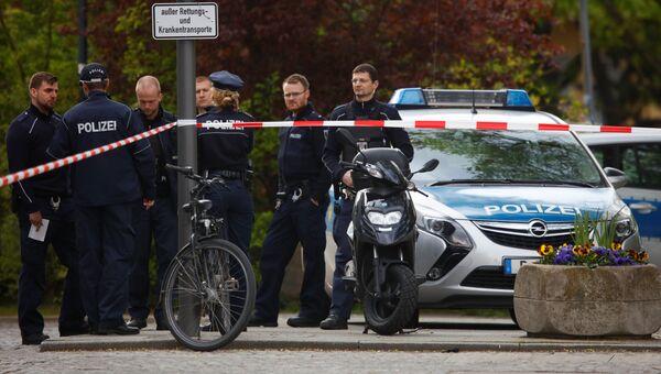 В берлинском районе Кройцберг мужчина напал на полицейских возле местной больницы, 27 апреля 2017