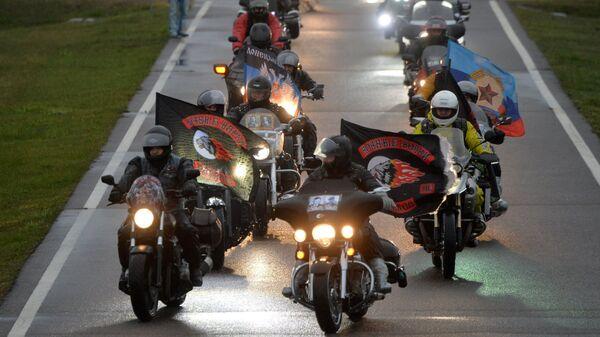 Участники мотоклуба Ночные волки