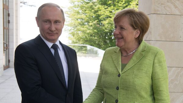 Президент РФ Владимир Путин и федеральный канцлер ФРГ Ангела Меркель во время встречи. 2 мая 2017
