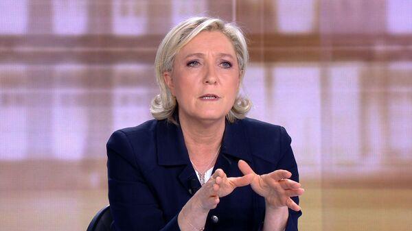Лидер партии Национальный фронт Марин Ле Пен на теледебатах