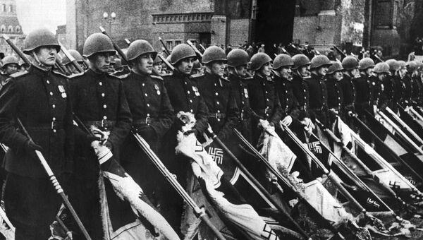 Парад Победы на Красной площади 24 июня 1945. Иллюстрация из книги Бессмертный полк
