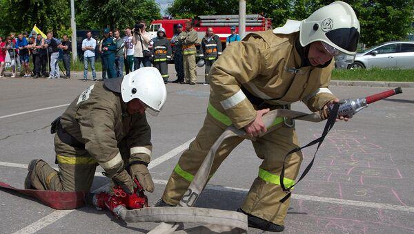 Участники соревнований по пожарно-прикладному спорту. Архивное фото