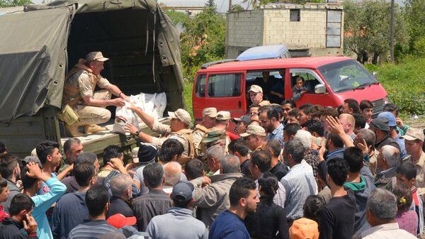 Раздача гуманитарной помощи в Сирии
