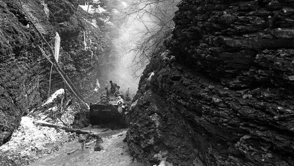 Операция специального разведывательного отряда 45-го полка ВДВ РФ по выявлению и уничтожению базовых лагерей чеченских бандформирований в горном ущелье реки Басс. 2000 год