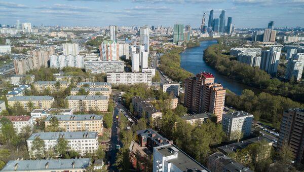 Пятиэтажные жилые дома в районе Мневники в Москве, включенные в программу реновации. Архивное фото