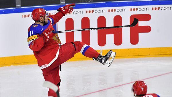 Сергей Андронов радуется заброшенной шайбе в матче группового этапа Чемпионата мира по хоккею 2017 между сборными командами Швеции и России