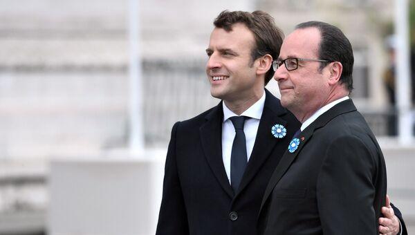 Франсуа Олланд и Эммануэль Макрон на памятной церемонии у Триумфальной арки