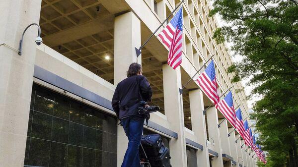 Журналисты у здания ФБР после известия об отставке директора ФБР Джеймса Коми. 10 мая 2017 года