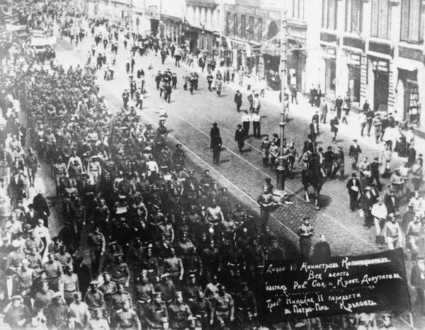 Демонстрация революционных частей петроградского гарнизона. Июнь 1917 года