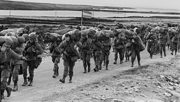 Солдаты аргентинской армии в Порт-Стэнли. 13 апреля 1982