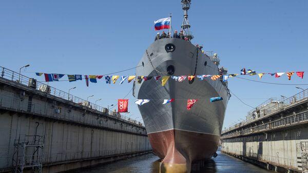Спуск на воду судна связи проекта 18280 Иван Хурс на судостроительном заводе Северная верфь в Санкт-Петербурге