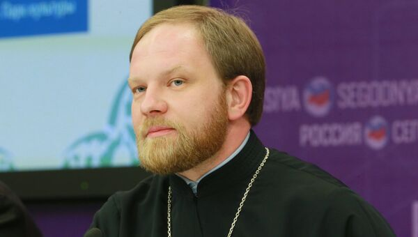 Пресс-секретарь патриарха Кирилла священник Александр Волков на пресс-конференции в МИА Россия сегодня. 16 мая 2017