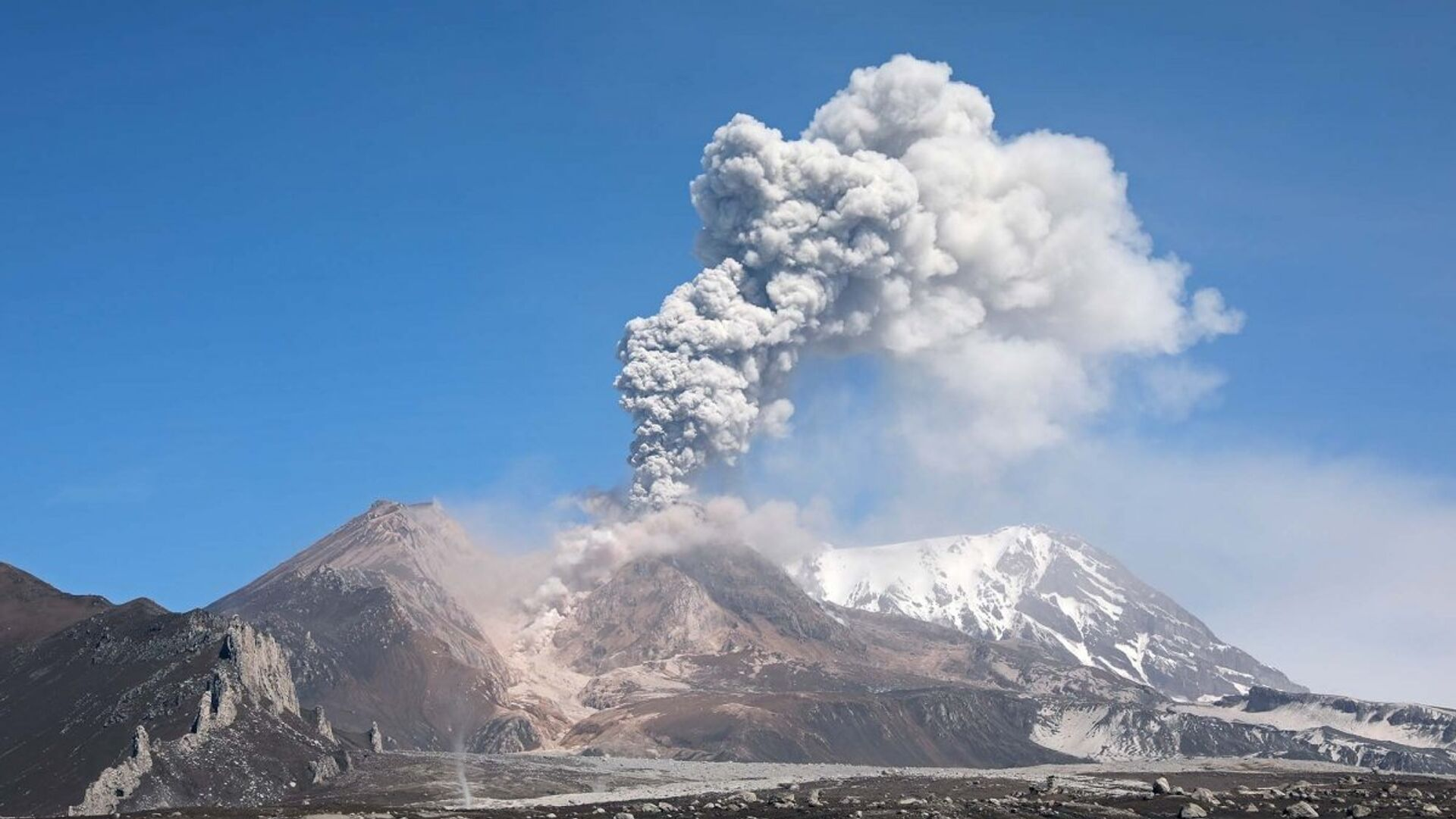 Ученые предупредили об угрозе катастрофического извержения супервулкана
