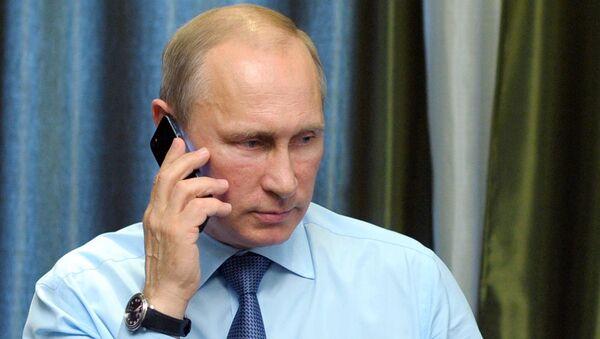 Президент России Владимир Путин во время телефонного разговора. Архивное фото
