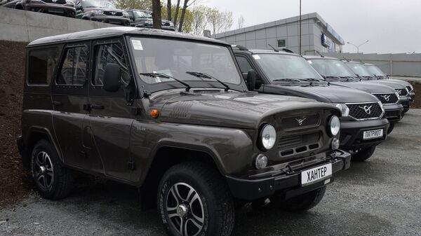 Автомобили УАЗ-Хантер и УАЗ-Патриот. Архивное фото