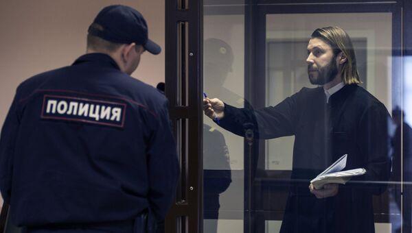 Священник Глеб Грозовский, обвиняемый в педофилии, на заседании в Санкт-Петербургском городском суде. 19 мая 2017