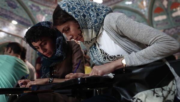 На избирательном участке в Тегеране
