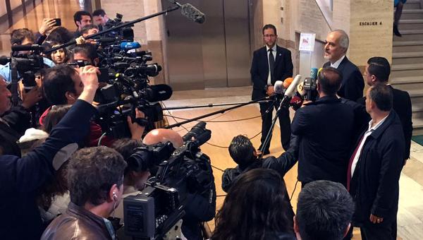 Глава делегации Дамаска на переговорах в Женеве Башар Джаафари после переговоров со спецпосланником ООН по САР Стаффаном де Мистурой. Архивное фото