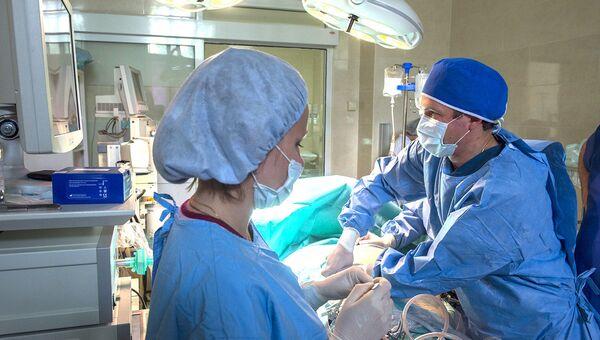 Медицинская операция. Архивное фото