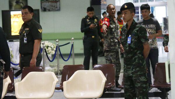 Военные на месте взрыва в больнице Пхрамонгкутклао в Бангкоке, Таиланд. Архивное фото