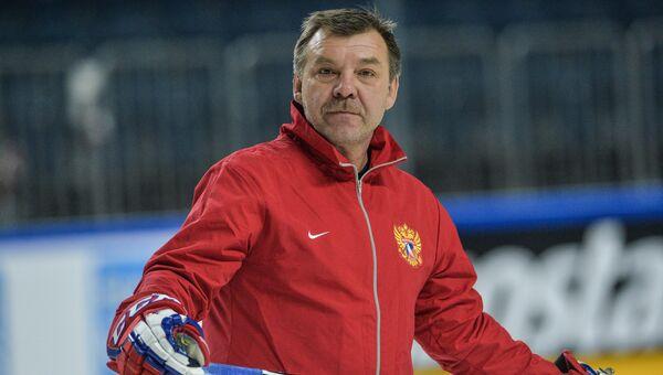 Главный тренер сборной России Олег Знарок во время чемпионата мира по хоккею в Германии