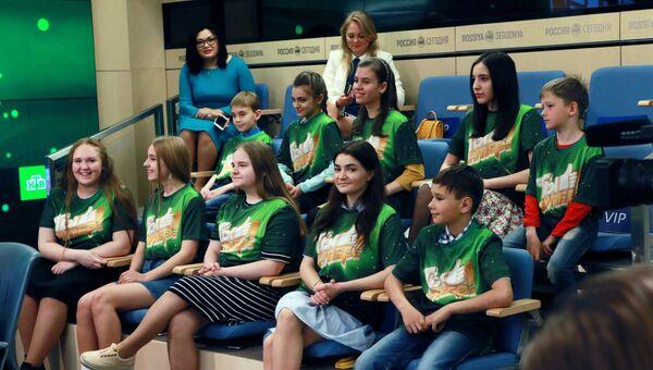 Участники детского вокального конкурса Ты супер! на пресс-конференции