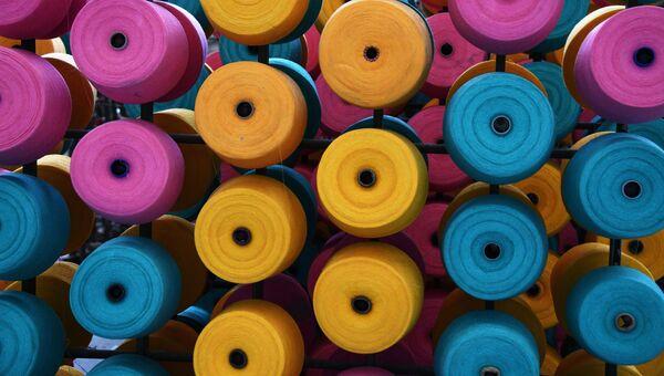 Катушки с нитью. Архивное фото