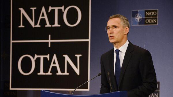 Генсек НАТО Йенс Столтенберг во время пресс-конференции в преддверии саммита НАТО