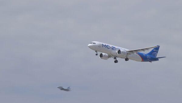 Первый пробный полет нового российского лайнера МС-21 в Иркутске