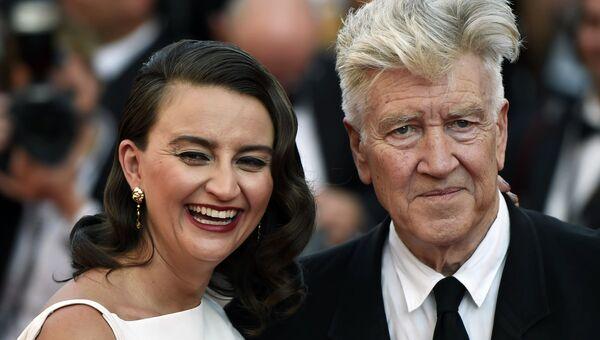 Режиссер Дэвид Линч и его супруга, актриса Эмили Стоуфл на красной дорожке церемонии закрытия 70-го Каннского международного кинофестиваля
