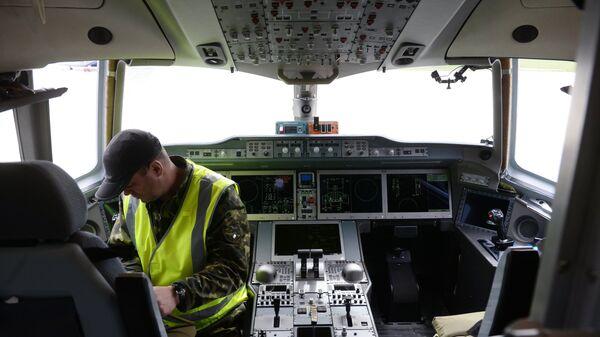 Кабина пилотов нового российского пассажирского самолета МС-21