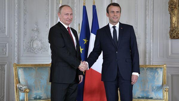 Президент России Владимир Путин и президент Франции Эммануэль Макрон. Архивное фото