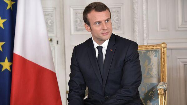 Президент Франции Эммануэль Макрон перед началом встречи с президентом РФ Владимиром Путиным в Версальском дворце. 29 мая 2017