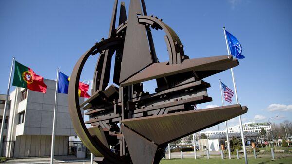 Возле штаб-квартиры НАТО в Брюсселе