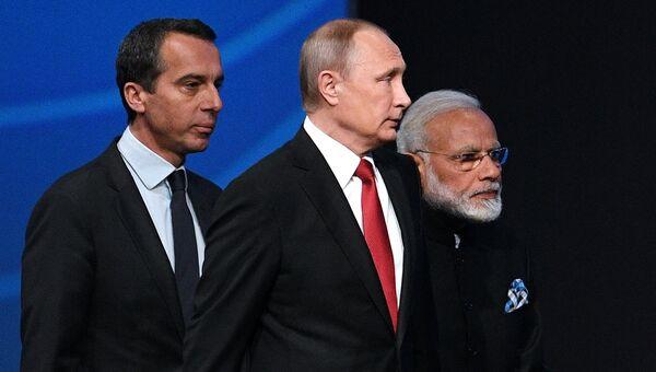 Владимир Путин, Кристиан Керн и Нарендра Моди на пленарном заседании Санкт-Петербургского международного экономического форума 2017