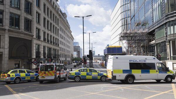 Полицейский кордон на южной стороне Лондонского моста после теракта в ночь на 4 июня